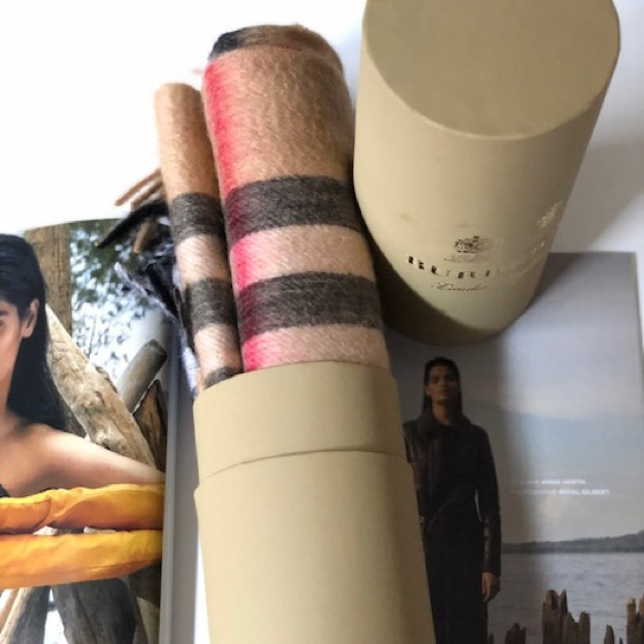 Burberry scarf with roll Tube